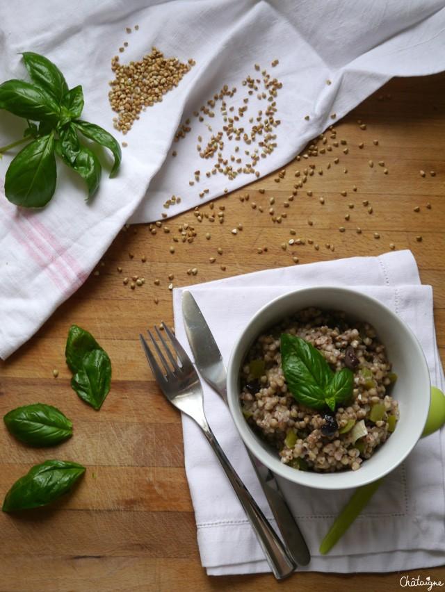 Bol sarrasin, poivrons verts et olives noires (1)