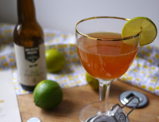 Cocktail bière, passion, citron vert