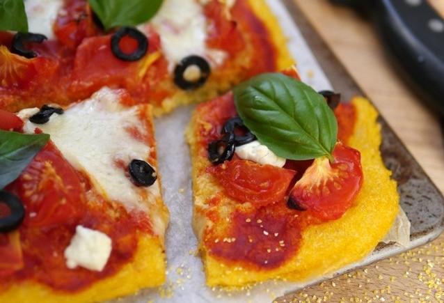 Pizza-margherita-a-la-polenta-4-640x852