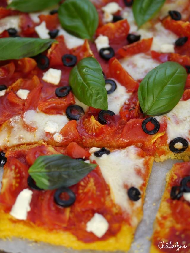 Pizza margherita a la polenta