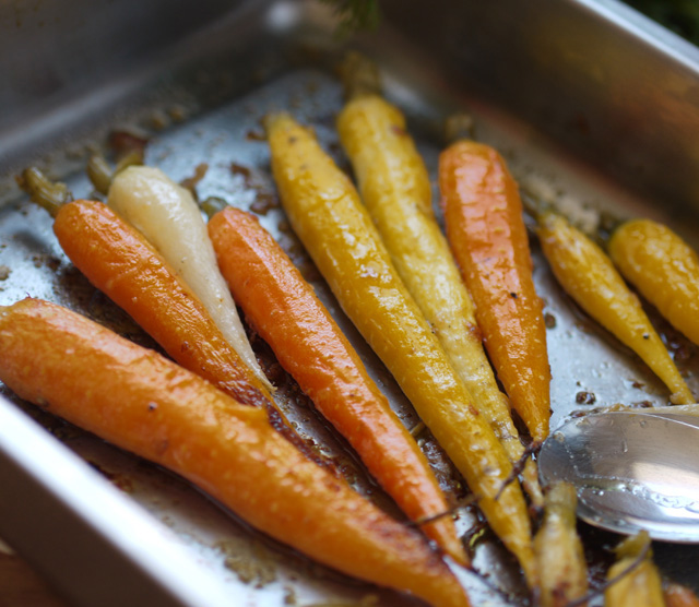 Carottes nouvelles r ties au parmesan blog de ch taigne - Cuisiner fanes de carottes ...