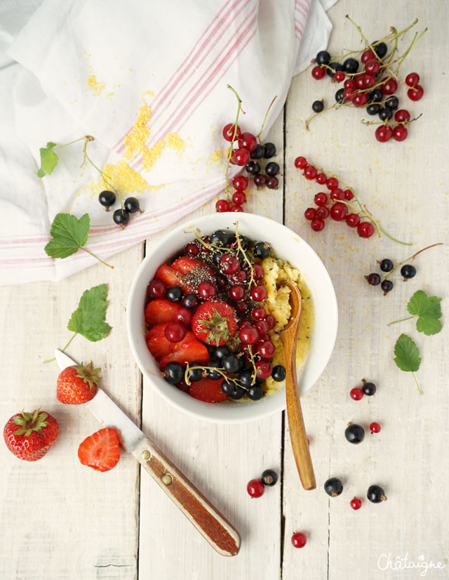 Porridge de polenta aux fruits rouges