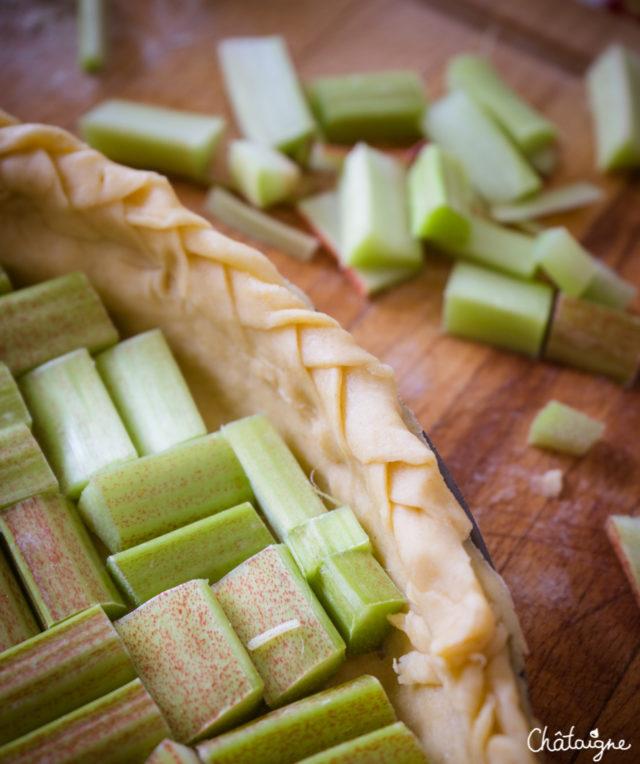Tarte à la rhubarbe et noix de coco