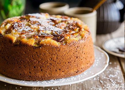 Gâteau au lait concentré, coco et bananes caramélisées