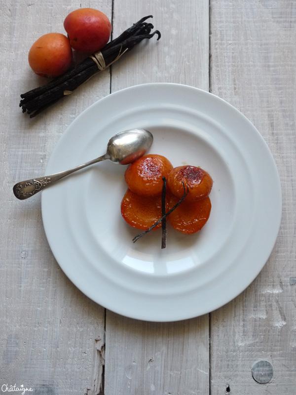 Abricots rôtis au miel de châtaignier et vanille de Madagascar