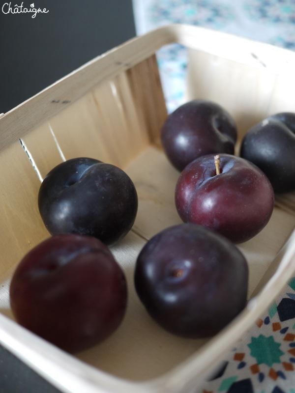 Gâteau aux prunes rouges et chocolat blanc