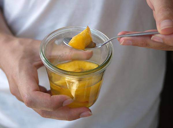 Nectarines au sirop de verveine + Biscuits vanillés