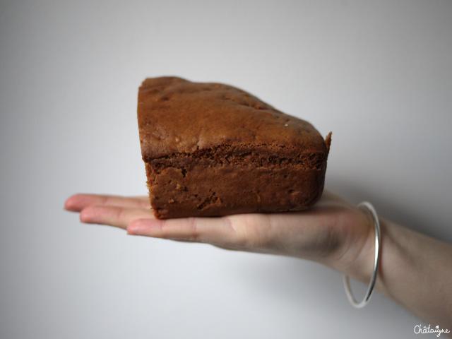 Cake à la farine de sarrasin, raisins et amandes