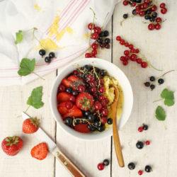 Porridge de polenta aux fruits rouges
