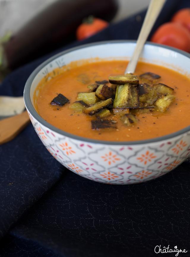 Soupe à l'aubergine et aux tomates