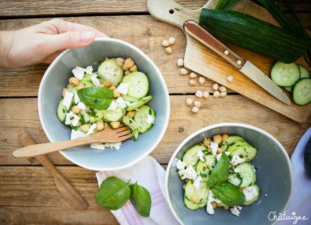 Salade de concombres, pois chiches et féta