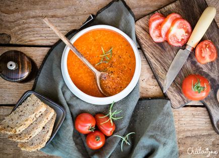 Soupe aux tomates et à la semoule
