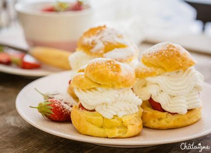 Choux à la crème [aux fraises]