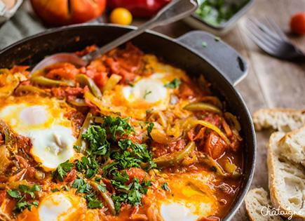 Chakchouka [ou Shakshouka] facile aux tomates, poivrons et œufs
