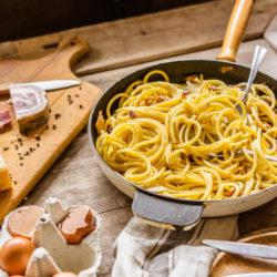 Pâtes carbonara [la vraie recette italienne sans crème !]