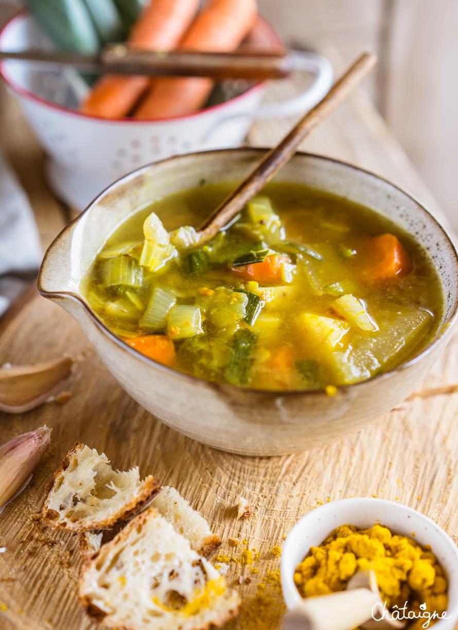 Soupe au curry et aux légumes d'hiver