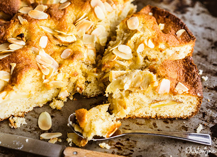 Gâteau au yaourt aux pommes et à la cannelle