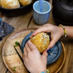 Yaki onigiris [boulettes de riz grillées japonaises]